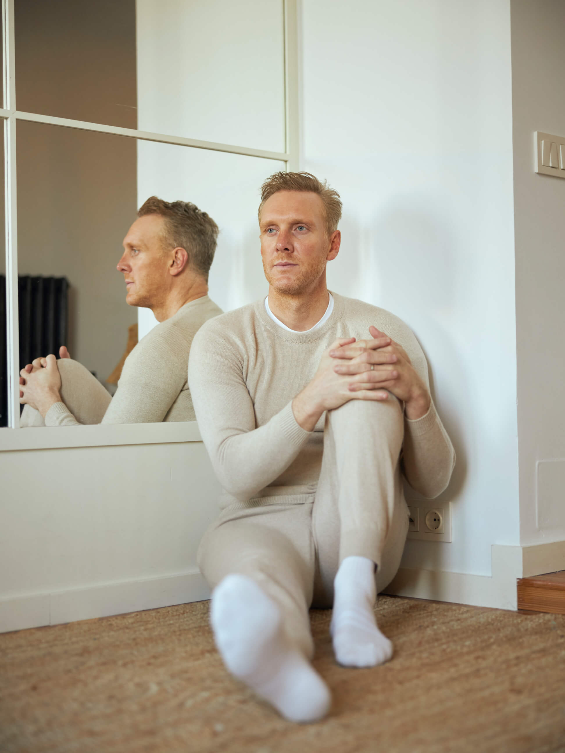 Joe wears our Thomas Seamless Cashmere Joggers and Thomas Integral Shoulder Cashmere Sweatshirt in Natural
