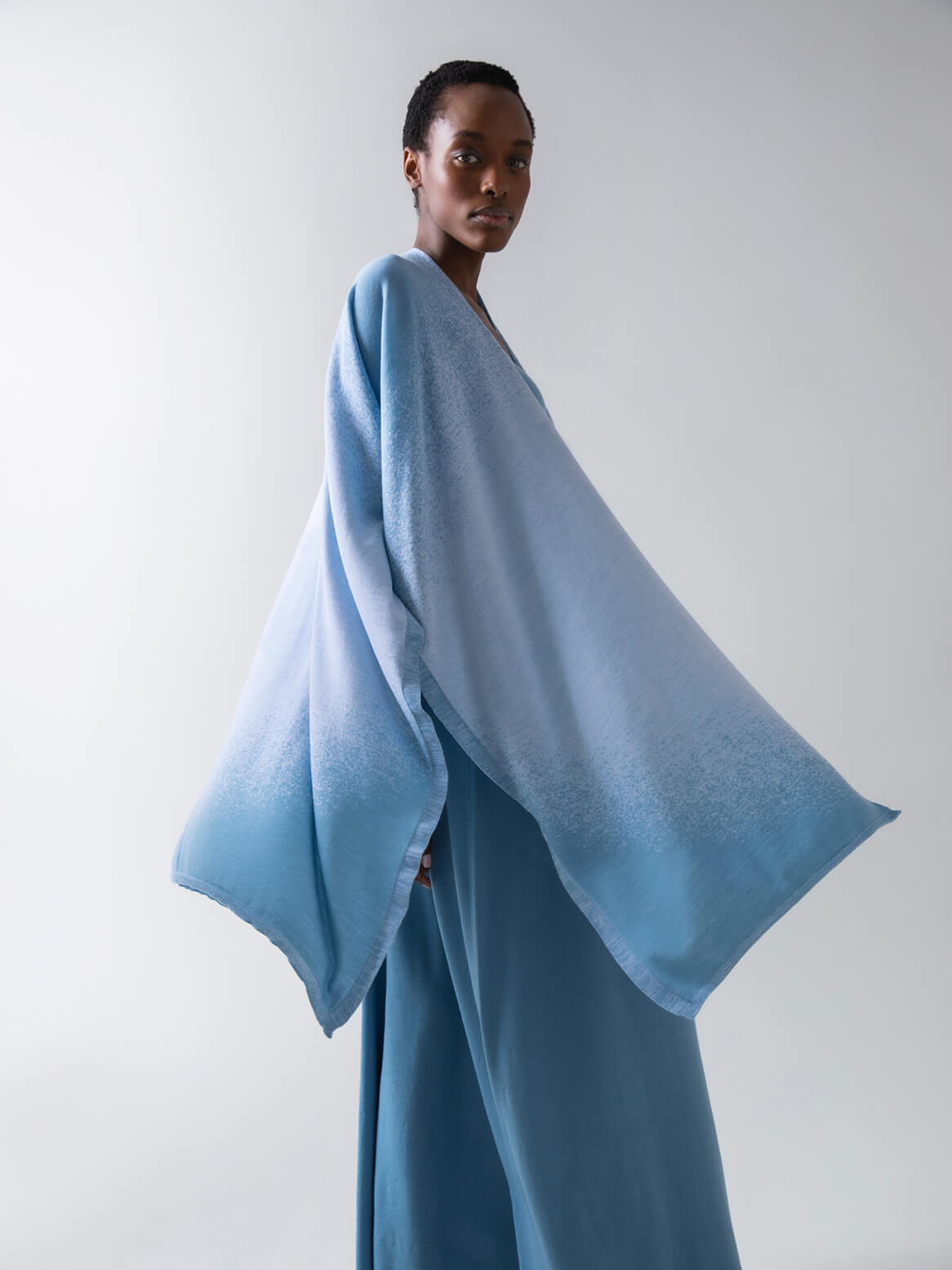 HAZE DIGITAL OMBRE SUPERFINE MERINO CAPE | SERENITY & WHITE